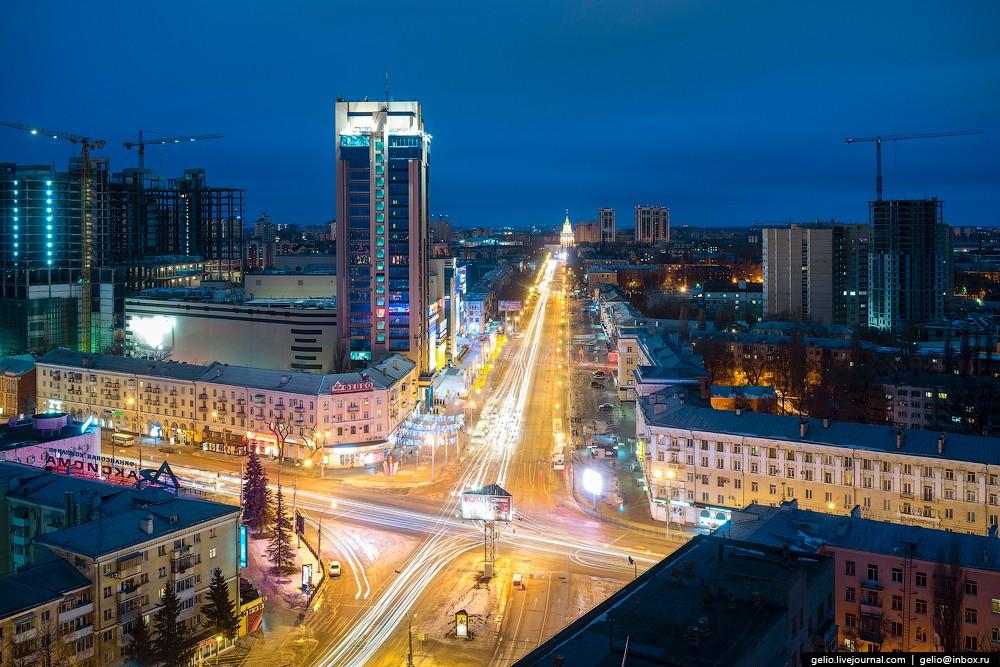 Пересечение улиц Кольцовской и Плехановской. БЦ «Галереи Чижова».
