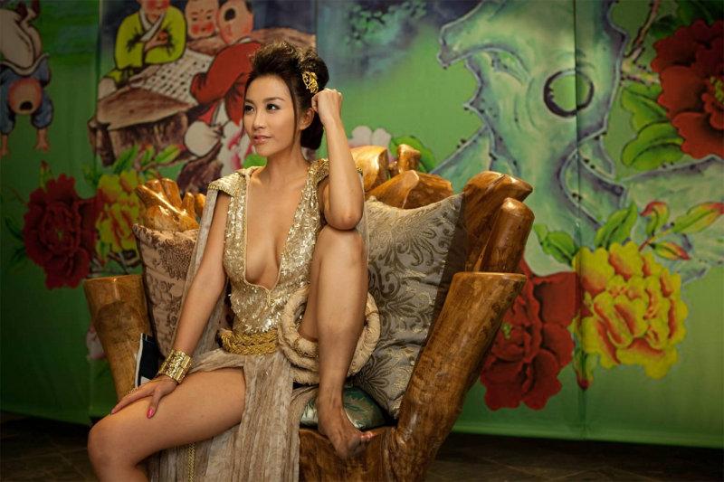 В основе фильма лежит китайский эротический роман XVI века «Молитвенный коврик для плотских уте