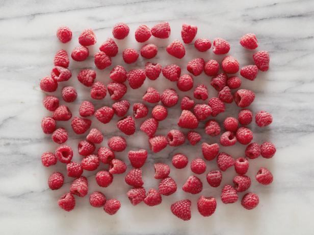 3. Малина 100 ягод = 100 калорий