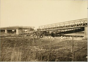 Солдаты бригады во время восстановления моста (подъем упавшей фермы).