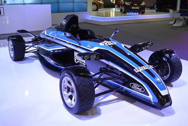 Вweb-сети появились первые изображения беспилотного гоночного авто