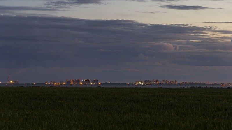ТЭЦ-5, Солнечный берег и Зональный: ночной город Киров с огнями окон вдали на горизонте