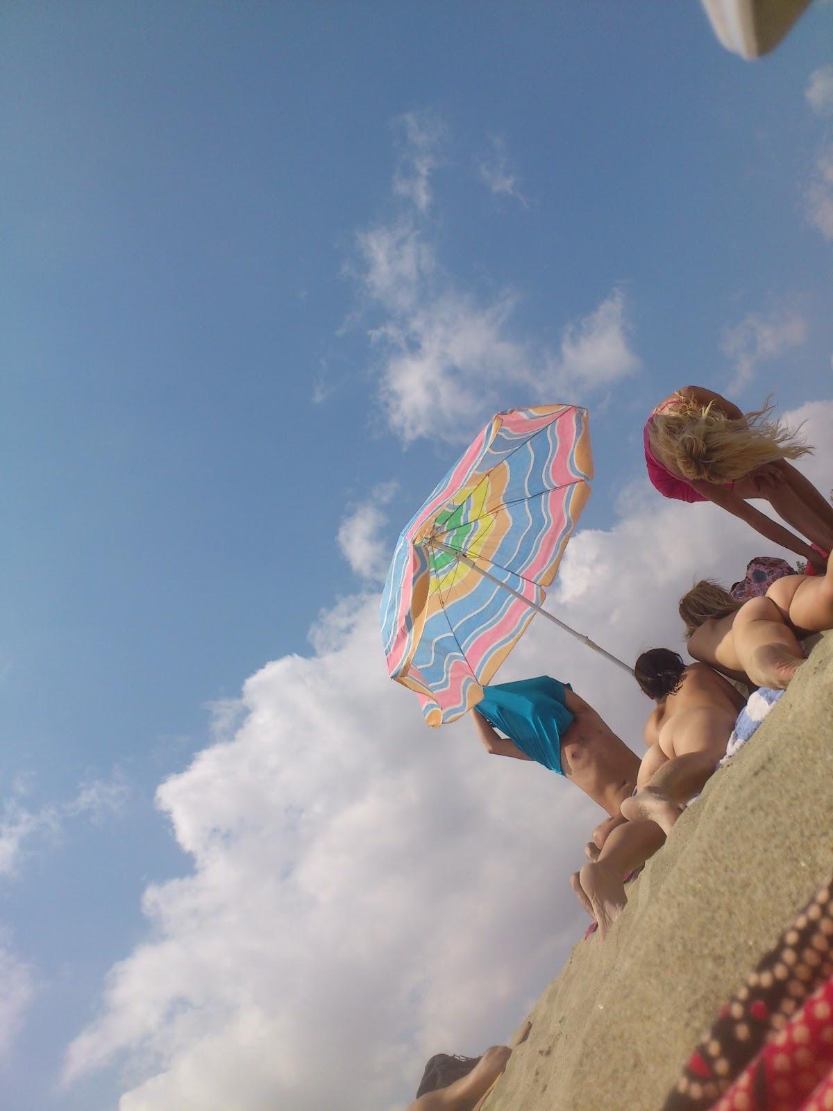 Тем временем на пляже