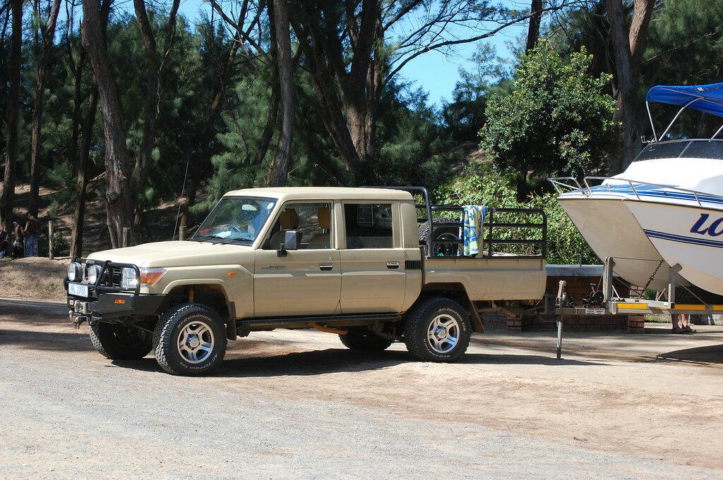Toyota LandCruiser 80 pick-up.JPG