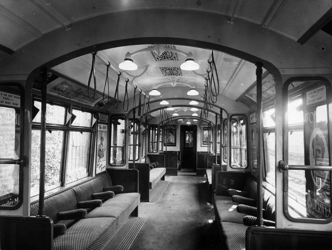 1920. Интерьер цельнометаллического вагона лондонской подземки