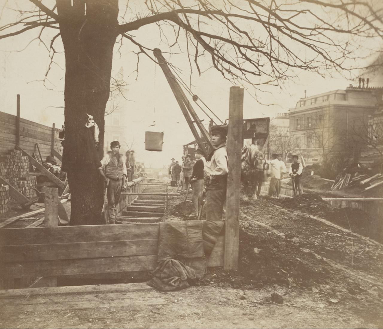 1867. Несколько рабочих, работающих на стыке линий между станциями «Паддингтон» и «Кенсингтон» через «Блэкфрайарс»