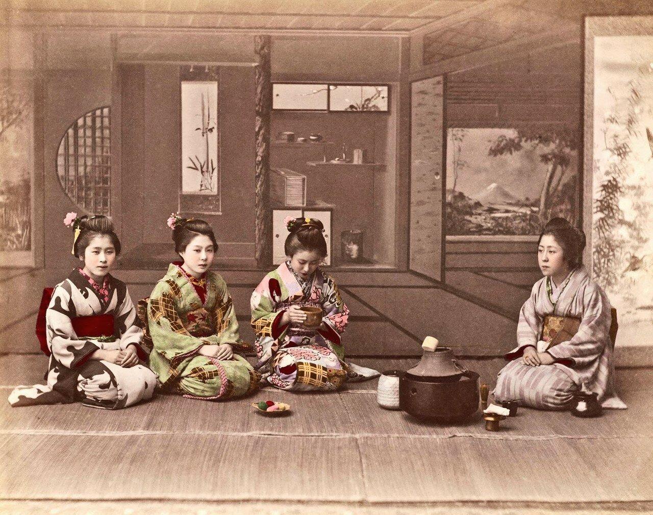 Четыре женщины за приготовлением чая. 1890