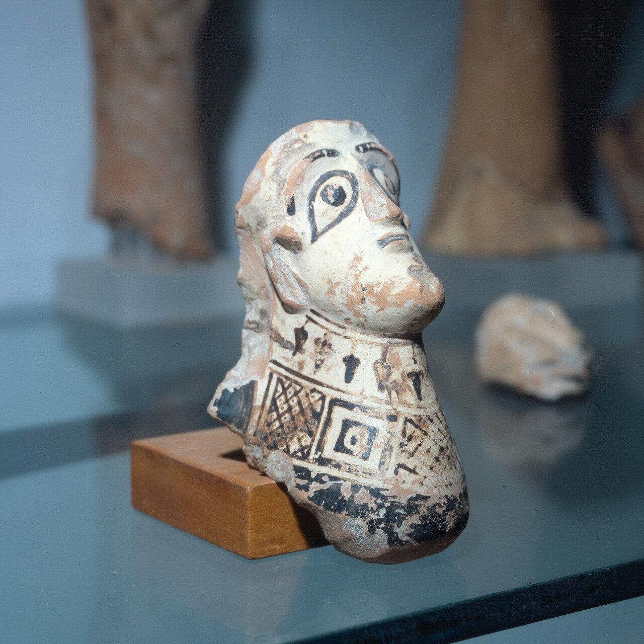 Cамос. Археологический музей Вати. Женская голова. Начало VII в. до н.э.