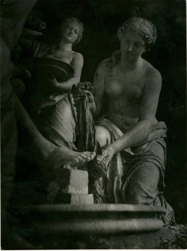 1941. Скульптура (деталь)