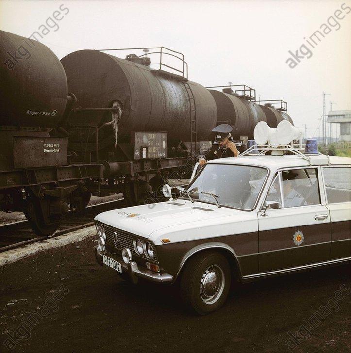 DDR-Transportpolizei/Streifenwagen/Foto - -