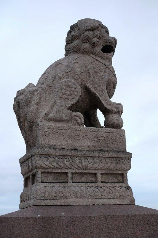 Аврора и львы-полулягушки + Питер весенний у Петроградской набережной