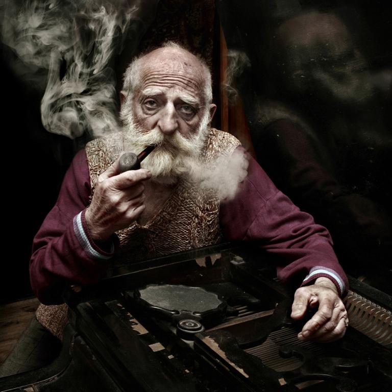картинка старик с сигарой воздух, друзья