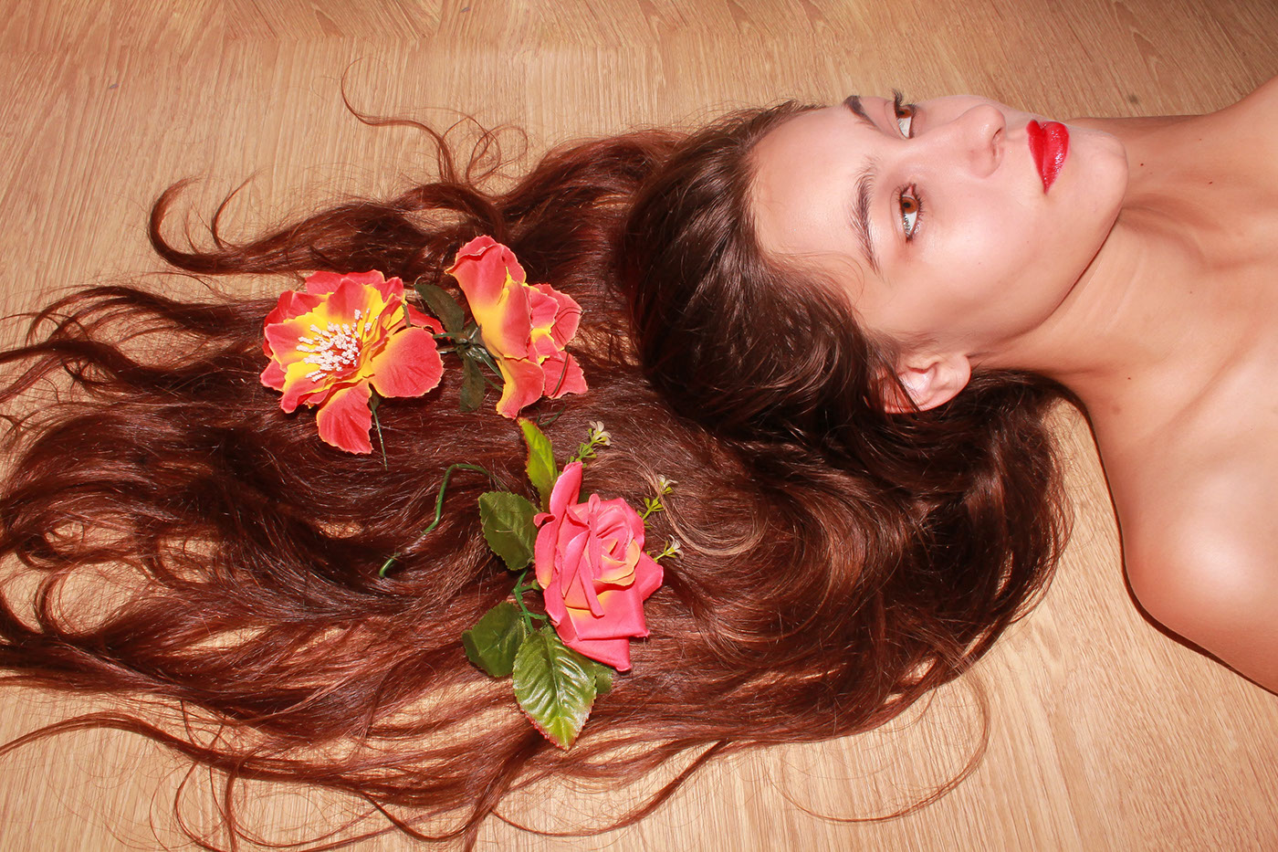 Обнаженная девушка в ракушках/ фото Yasmin Nadler
