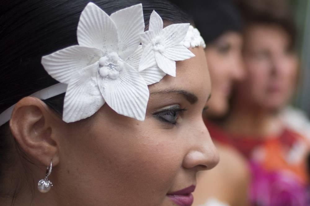 6. Модель демонстрирует украшение дизайнера Кatrina Chalifoux.