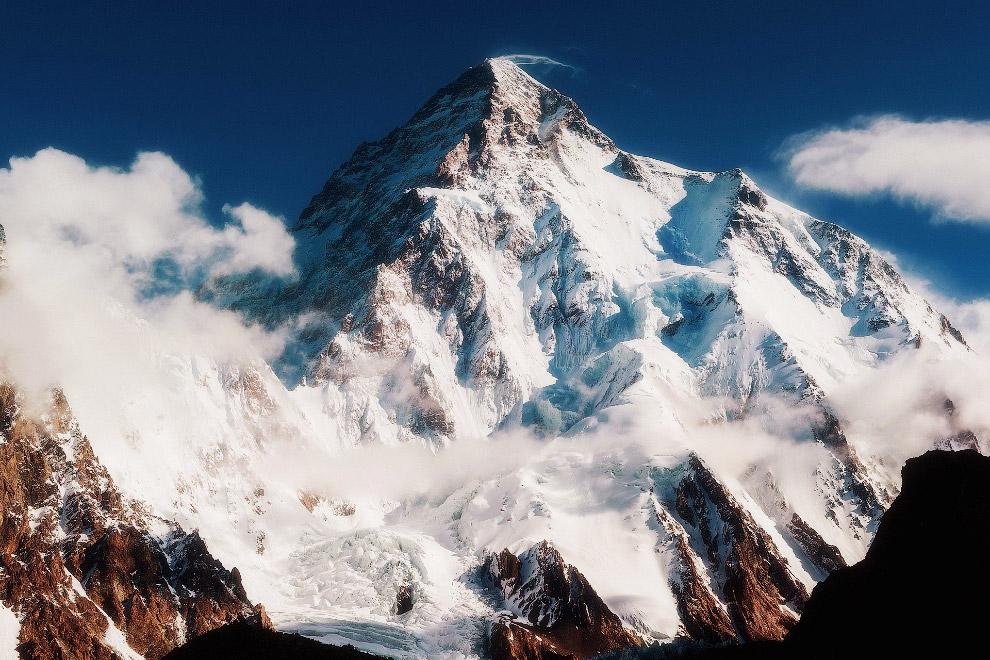 № 1. Джомолунгма (Гималаи) — 8848 метров Джомолунгма (Эверест) — высочайшая вершина Земли. В пе