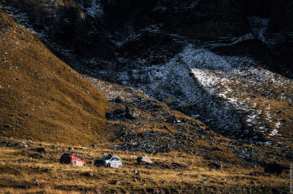 16. Село Каноби у подножия горы Сут (2983 м).