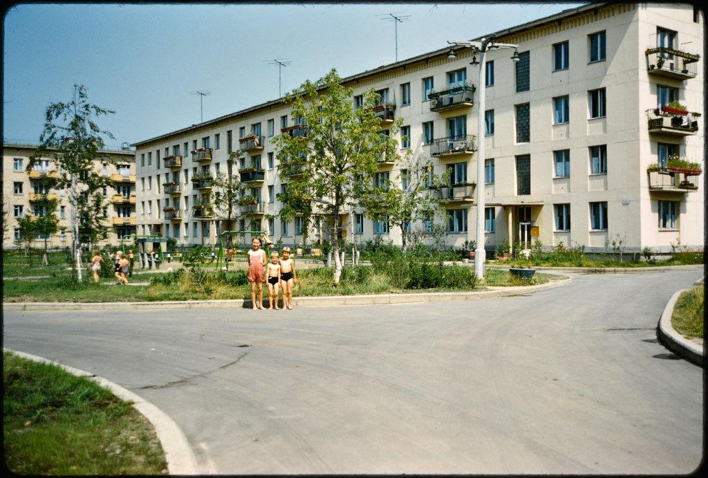 Массовое внедрение общедоступного жилья началось с приходом к власти товарища Хрущева. В 1954 году о