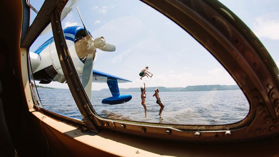 12. С самолета-амфибии открывается прекрасный вид на сочные пейзажи Миннесоты с их бесконечными озер