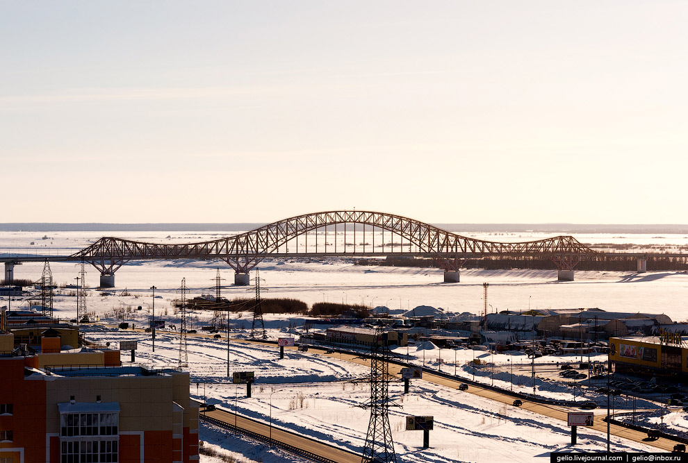 28. Мост был открыт в сентябре 2004 года. Он соединяет восток и запад Югры, ведёт в центр Росси