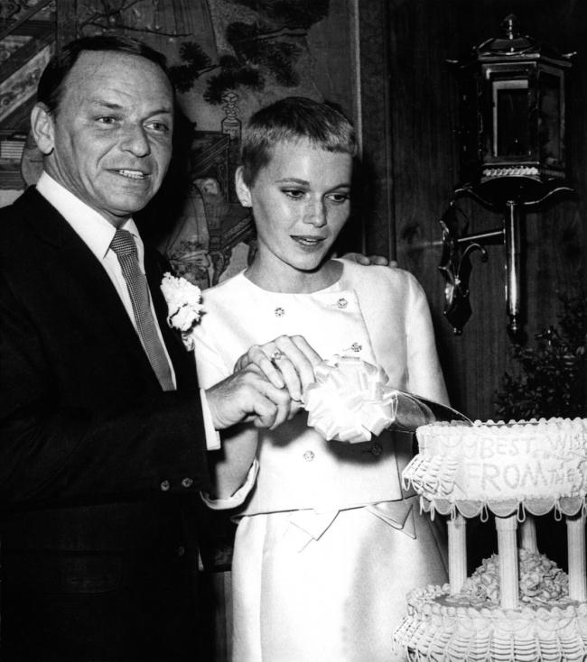 © Eastnews  Две звезды— Миа Фэрроу иФрэнк Синатра— поженились вЛас-Вегасе в1966году. Жен