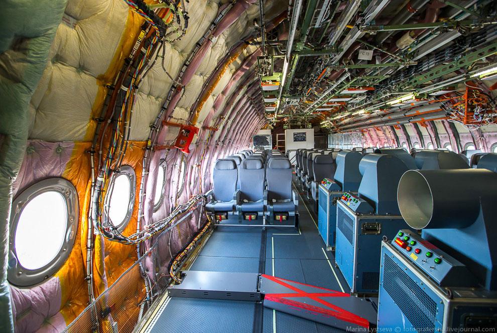 Всего же в программе тестовых полетов принимают участие пять самолетов. Два из них с салоном: M