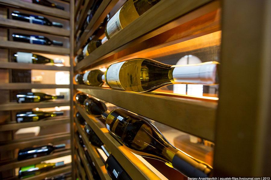 Как я уже сказал выше, еще одним немаловажным аспектом такой винной комнаты является ее эстетич