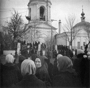 Подъём колокола на Владимирскую церковь