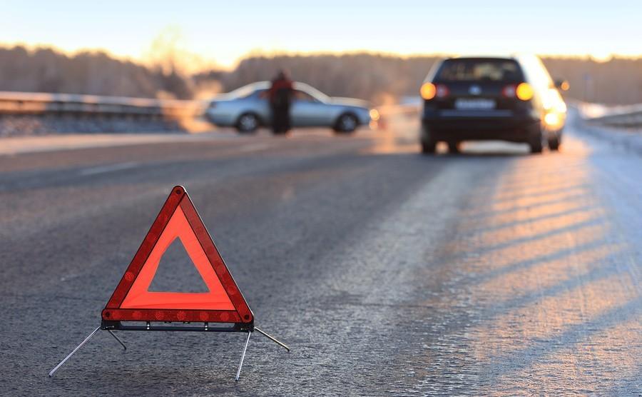 В российской столице Порше сбил пешехода ипротаранил припаркованные автомобили
