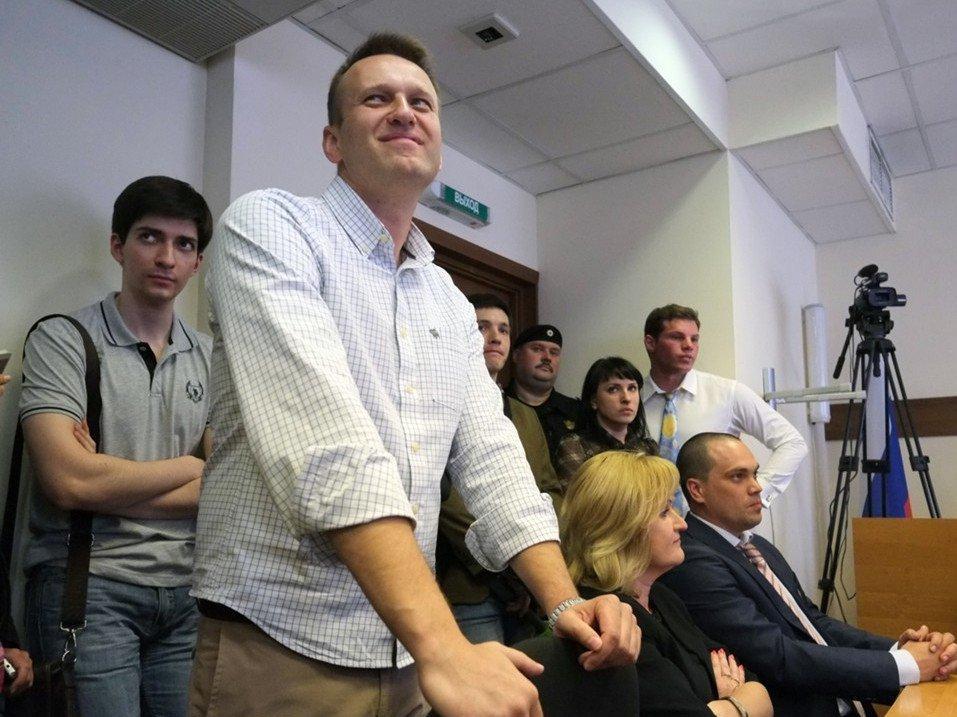 Навальный потребовал вызвать всуд поиску Усманова премьера Медведева