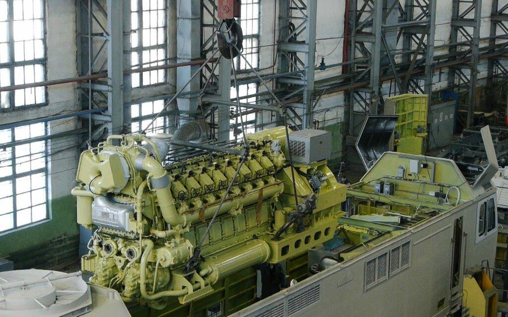 30.Посадка дизельного двигателя в тепловоз.jpg
