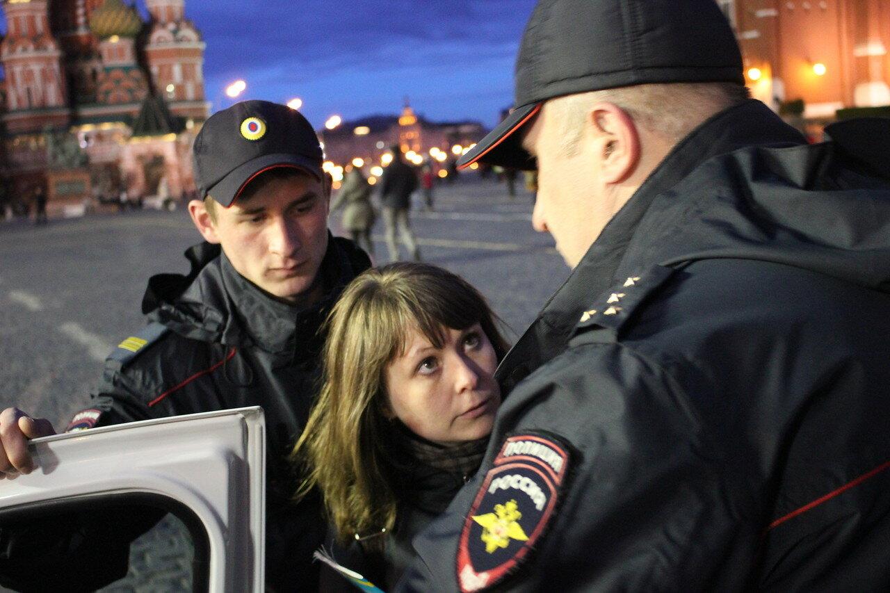 Активистов задержали за чтение Конституции на Красной площади