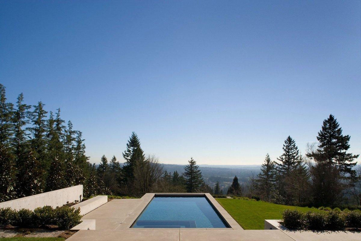 бассейн с красивым видом
