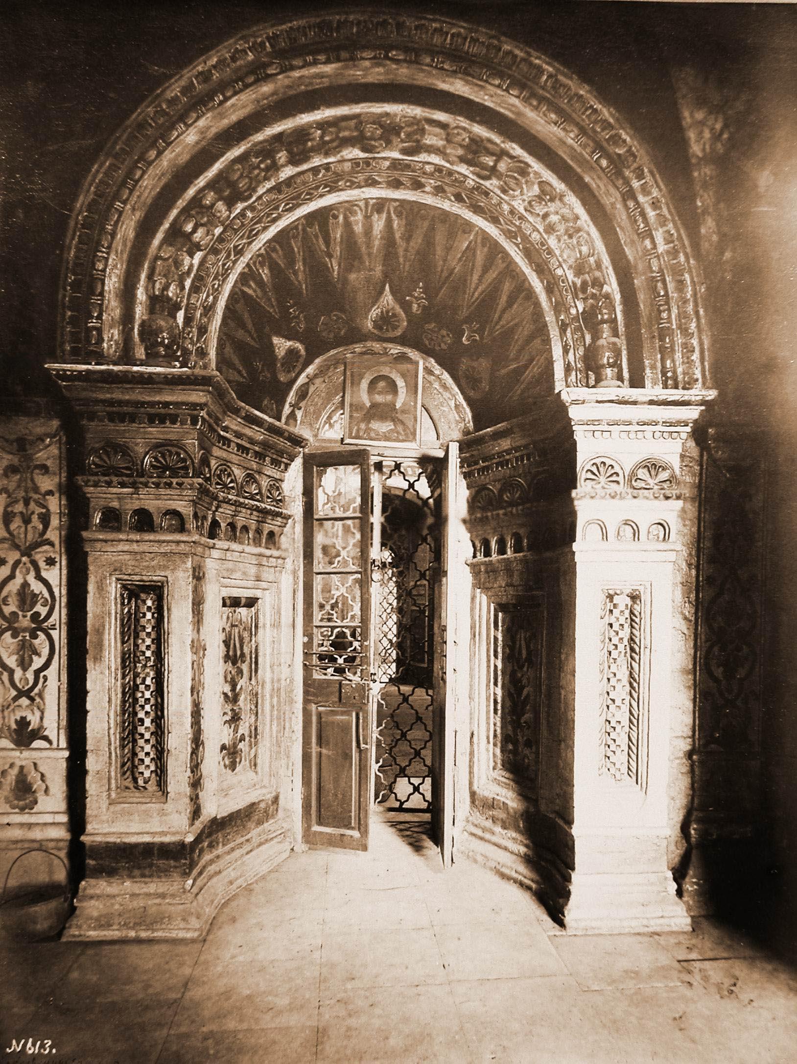 Покровский собор. Вид северной двери