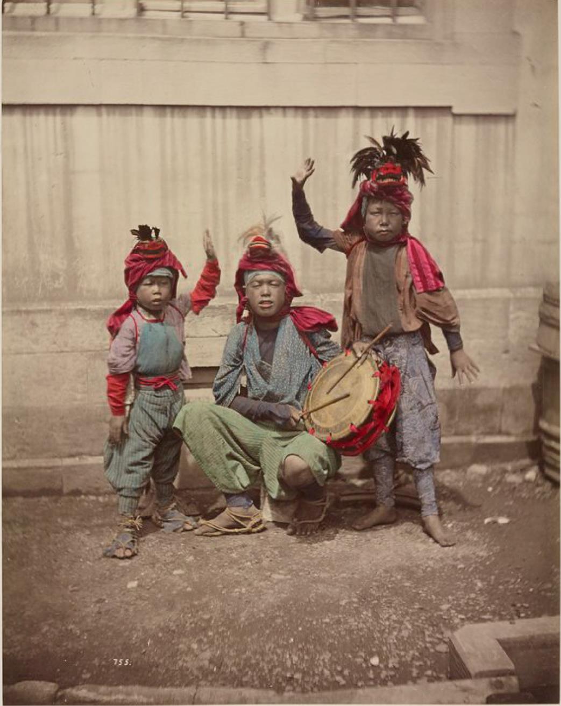 Уличные жонглеры