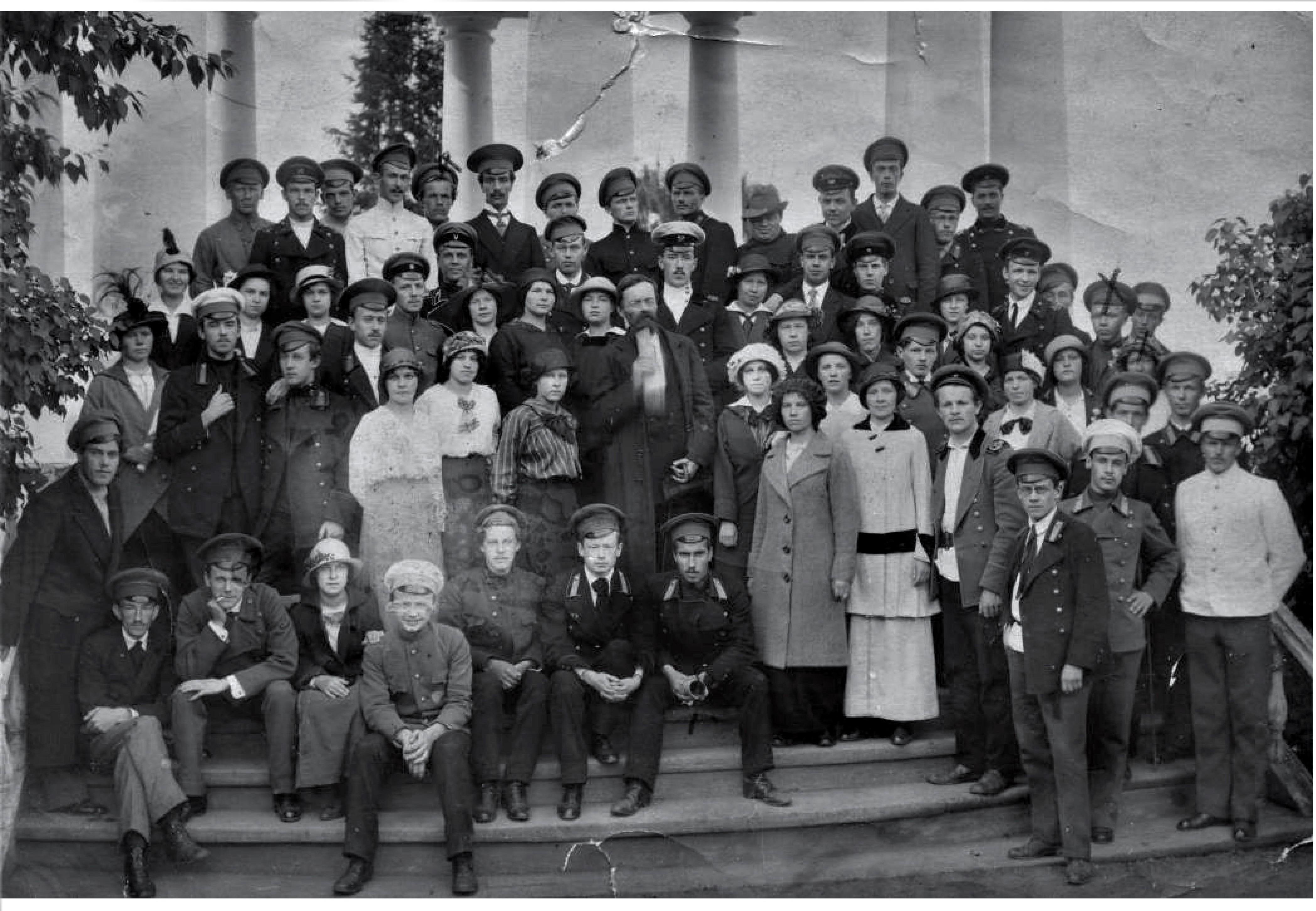 Александровский сад. Группа учащейся молодежи