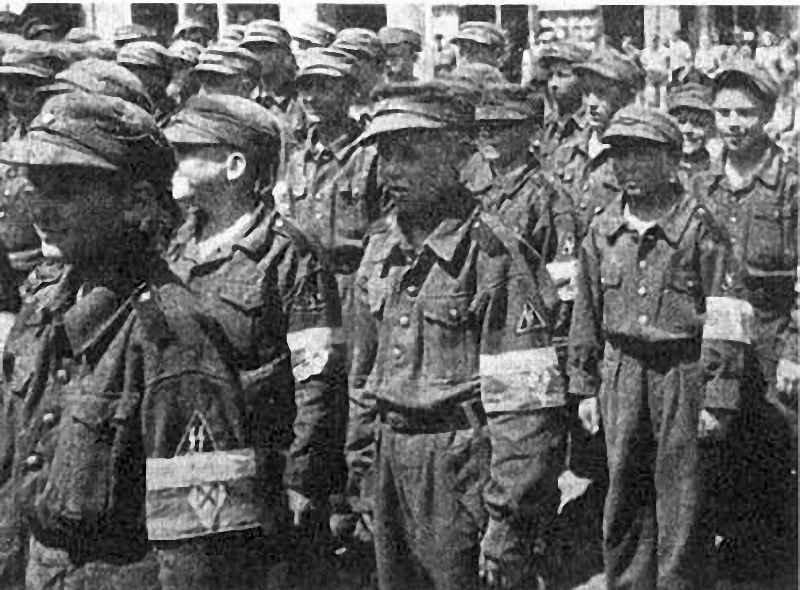 Русские «воспитанники СС» принимают присягу в Торгау (Германия). Фотография из берлинской газеты «Новое слово». 26 июля 1944 года.