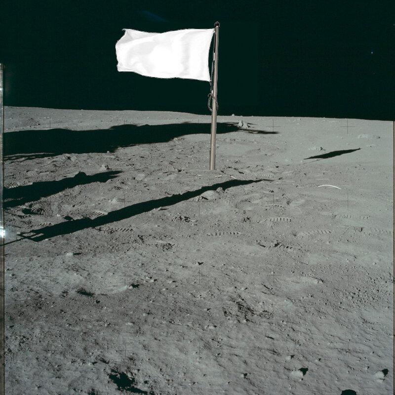 Почему на луне все флаги белые?