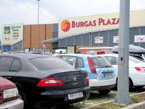 Служебный автомобиль башкана обнаружили у торгового центра в Болгарии (ФОТО)