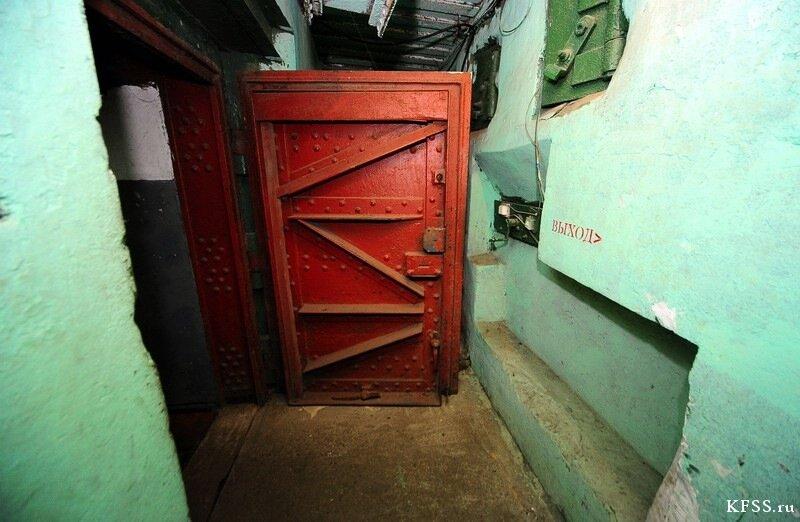 Вход в музейную часть Ворошиловской батареи на острове русском