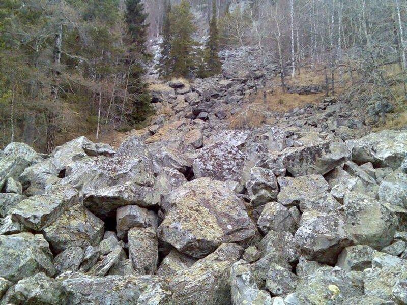 Река ″стекает″ по горам (18.07.2013)