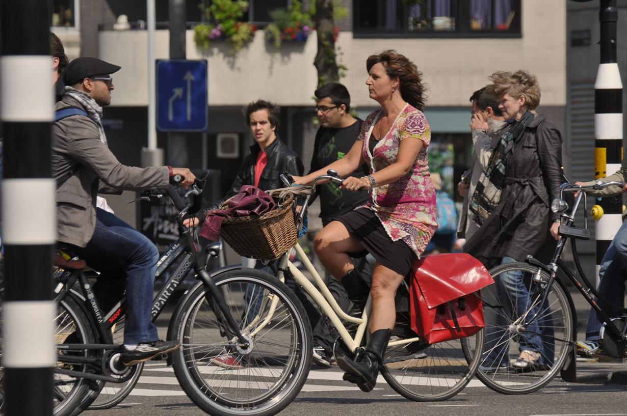 Нидерланды. Амстердам. Цена аренды зависит от компании проката и класса самого велосипеда. (Amsterda