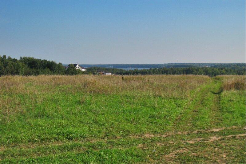 Поле у Рождествено-Суворово и Пестовское водохранилище