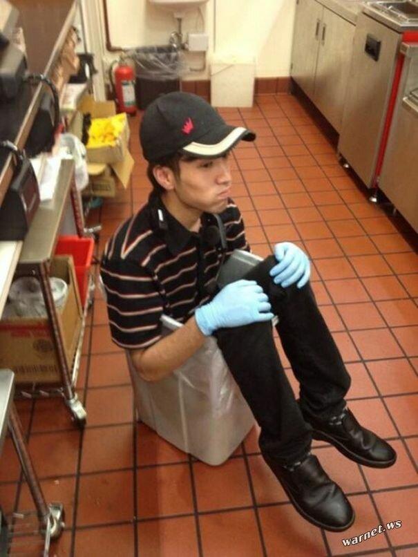 Японский работник Burger King был уволен за фотографии, которые выложил в своём Твиттере