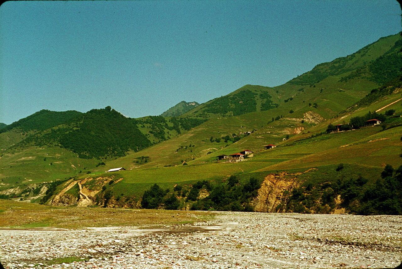 По дороге в Орджоникидзе. Долина Арагви