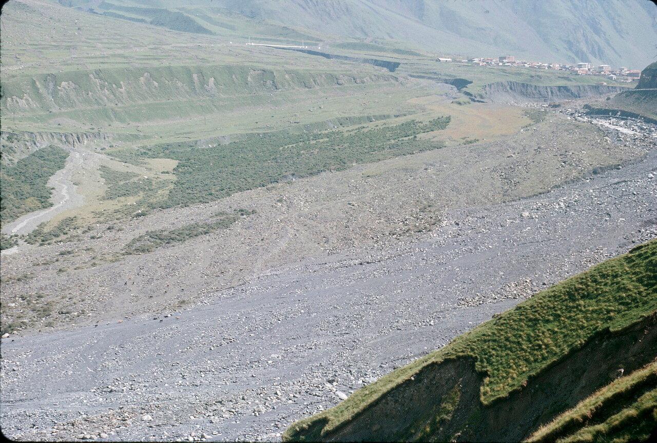 По дороге на Орджоникидзе. Долина Терека возле Казбеги