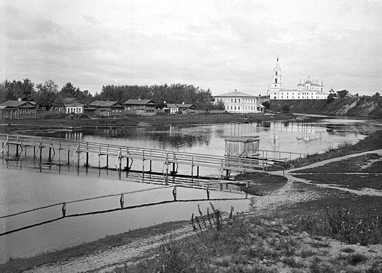 Общий вид города Кашин и моста через реку Кашинку. 1894 г. г. Кашин, Тверская губерния
