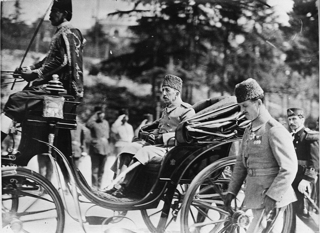Турецкий султан Мехмед VI в карете