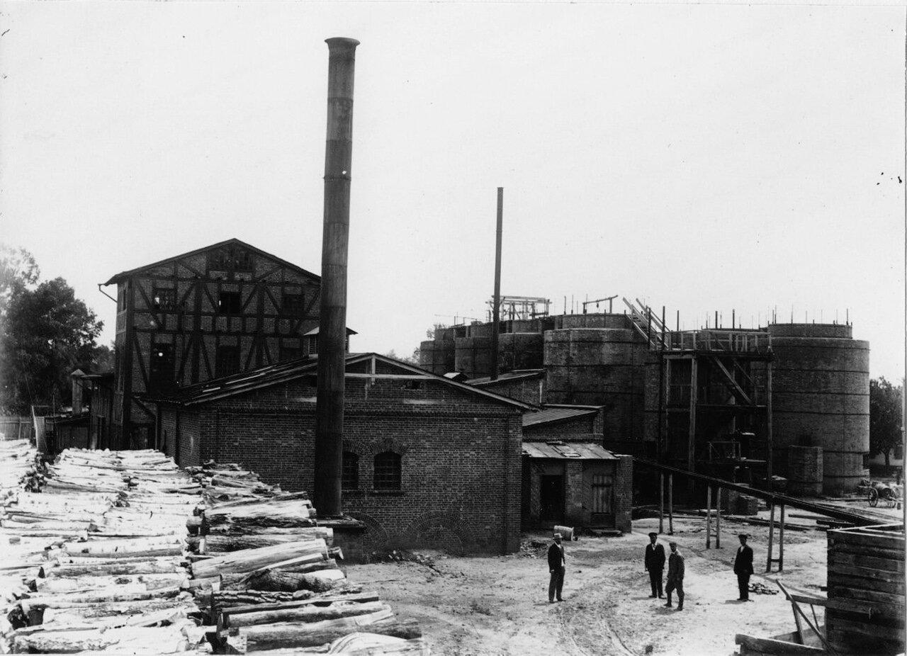 На территории завода