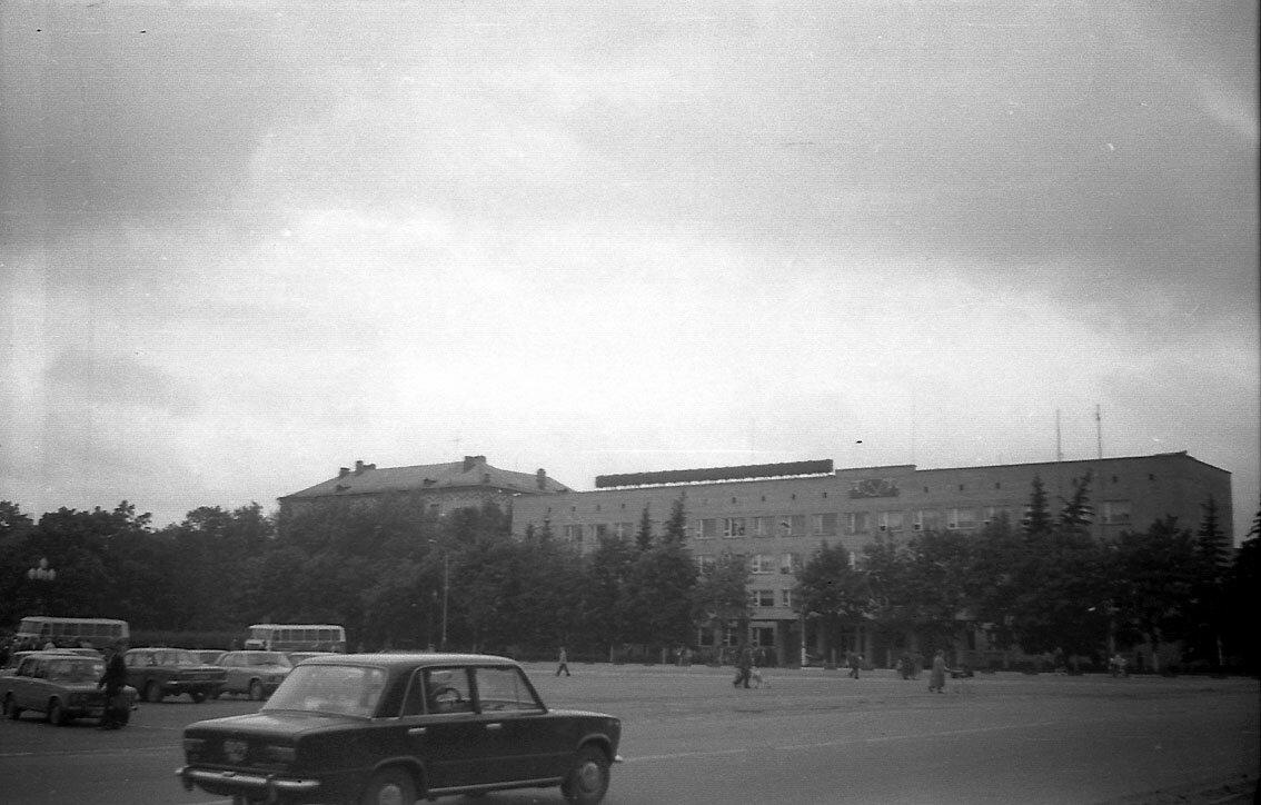 1987. Центральная площадь города.