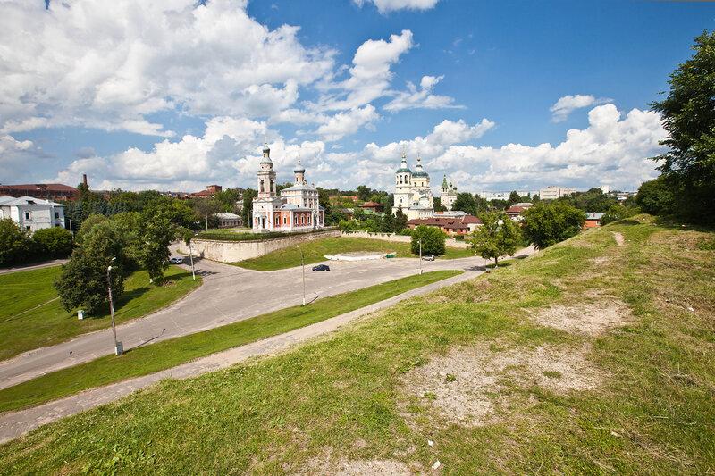 Посадский церкви Старого Серпухова - вид с Красного Холма